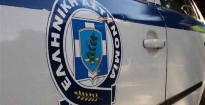 Άνδρας απειλεί να αυτοκτονήσει στο Μοναστηράκι
