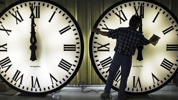 Αλλάζει η ώρα τα ξημερώματα – Μία ώρα μπροστά τα ρολόγια μας