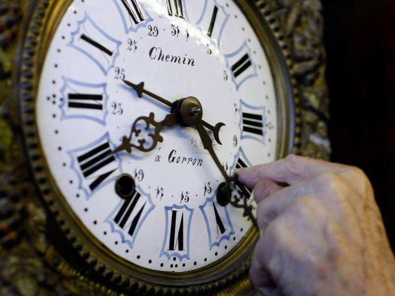 Αλλάζει η ώρα την Κυριακή – Μία ώρα μπροστά θα γυρίσουν τα ρολόγια