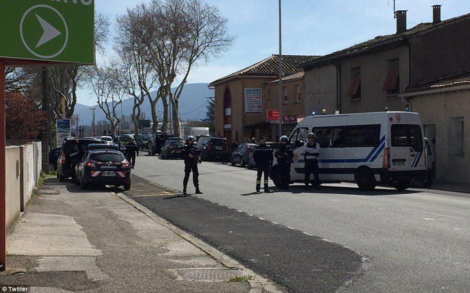 Ομηρία στη Γαλλία: Στο σούπερ μάρκετ η μητέρα του δράστη