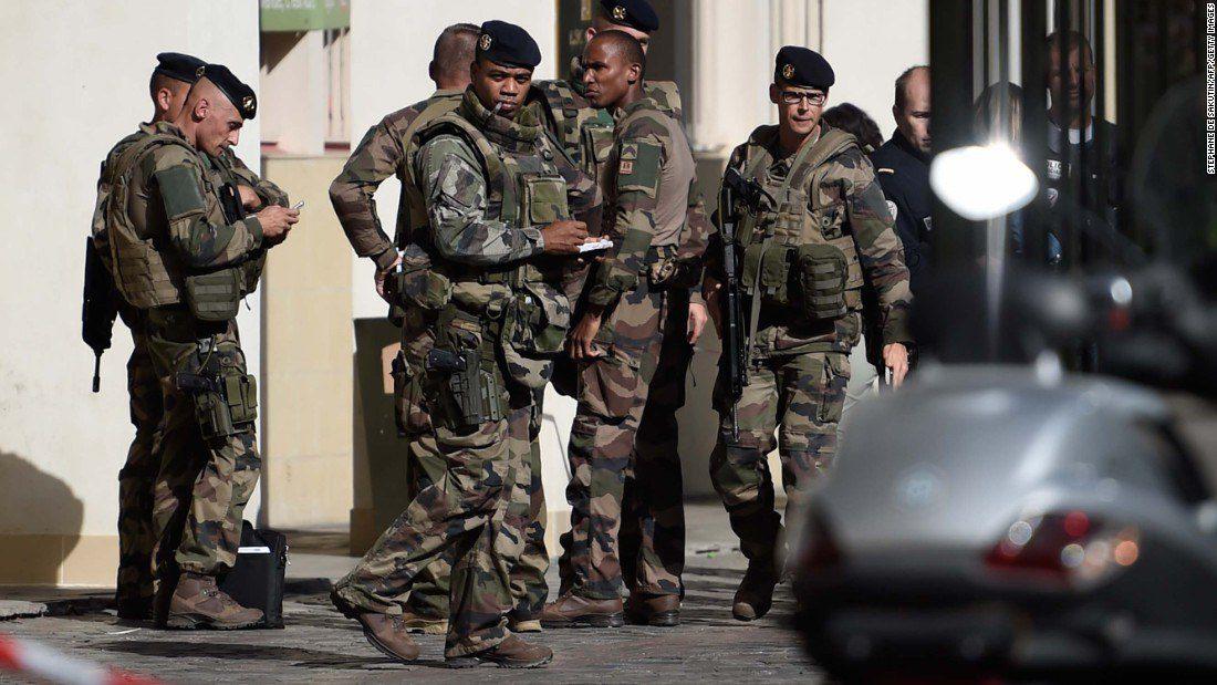 Γαλλία: Αυτοκίνητο προσπάθησε να πέσει πάνω σε στρατιωτικούς