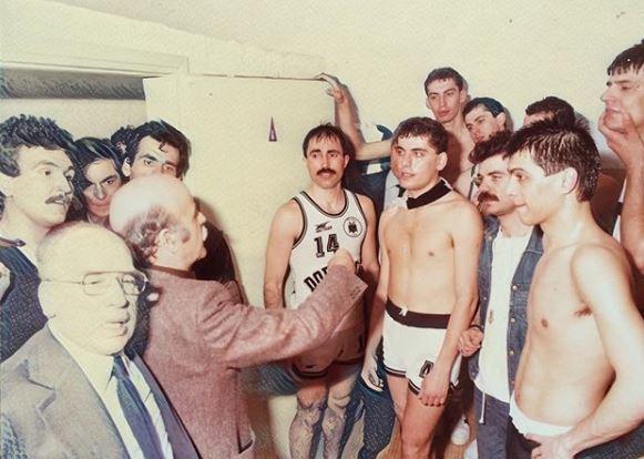 Ντοκουμέντο: Ο αείμνηστος Παντελάκης στα αποδυτήρια του Κυπελλούχου ΠΑΟΚ