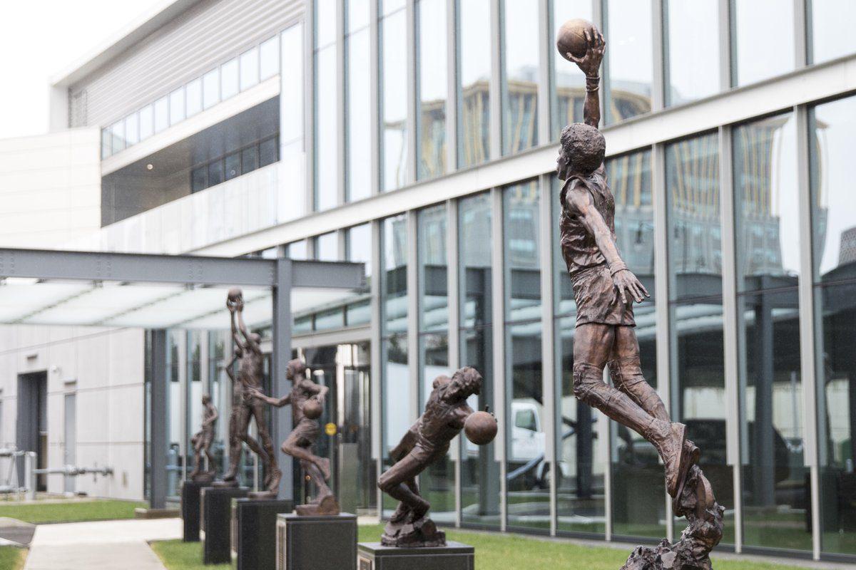Το άγαλμα του «Ντόκτορ Τζέι» (pics)