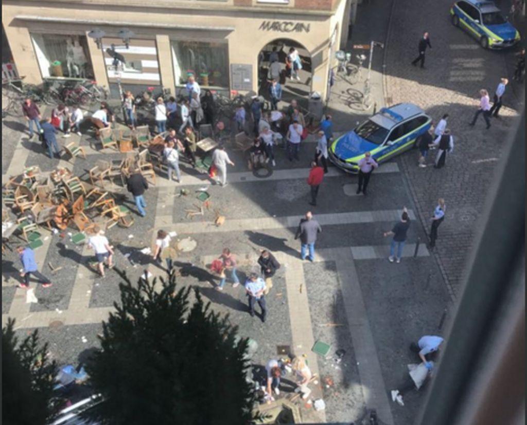 Τέσσερις οι νεκροί και έξι οι σοβαρά τραυματίες στην επίθεση στο Μίνστερ! [vid, pics]