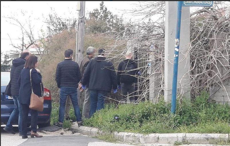 Ωραιόκαστρο: Έρευνες στο σπίτι που ο 58χρονος κρατούσε τους ομήρους (vid)