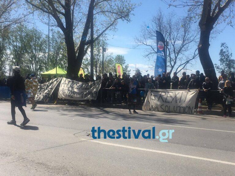 Συνθήματα οπαδών του ΠΑΟΚ κατά Αθήνας και κυβέρνησης στον μαραθώνιο (vids)