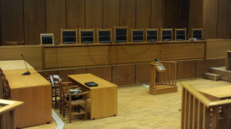 Πανικός σε δικαστήριο: Πήρε το όπλο αστυνομικού και σημάδευε τον γιο γνωστής σεφ! (vid)