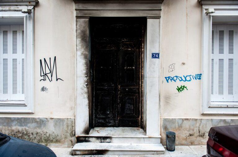 Επιθέσεις με μολότοφ στο σπίτι του Φλαμπουράρη