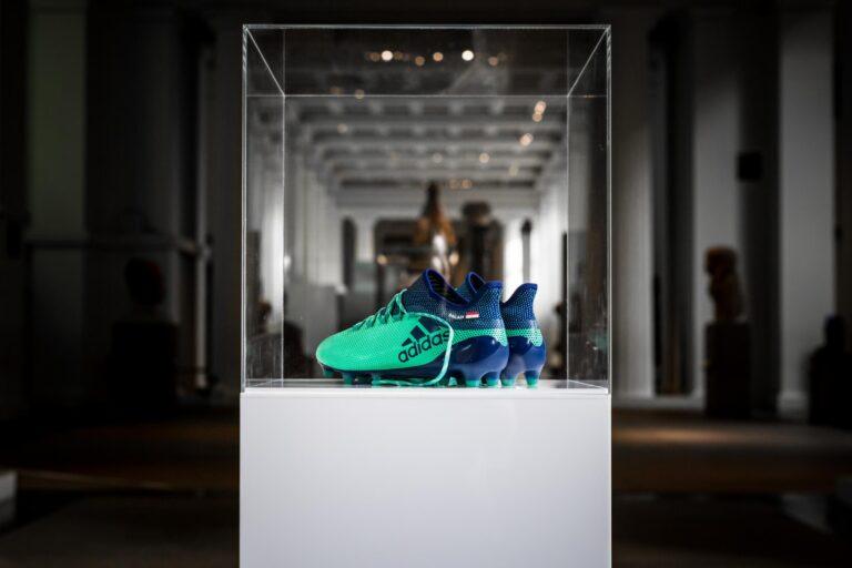 Έκθεμα στο Βρετανικό μουσείο τα παπούτσια του Σαλάχ! (pics)
