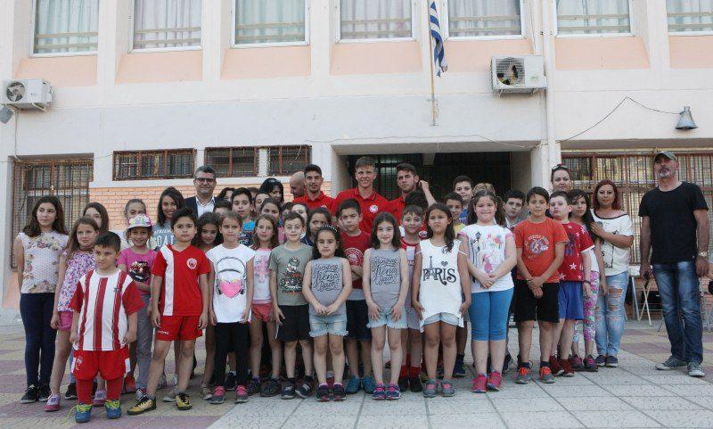 Δωρεά σε Δημοτικό Σχολείο στο Κερατσίνι (vid)