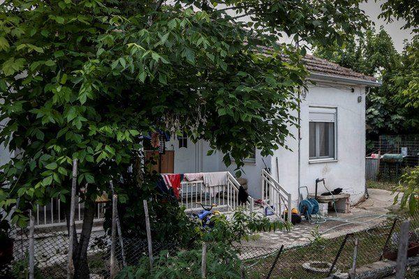 Tρίκαλα: Δολοφόνησε τη σύζυγό του μπροστά στα παιδιά τους