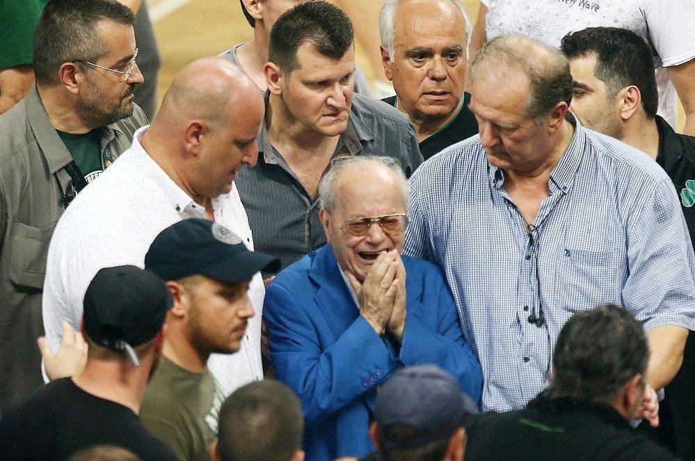 Ο Θανάσης Γιαννακόπουλος αφιέρωσε την κούπα στον Παύλο (pics-vid)