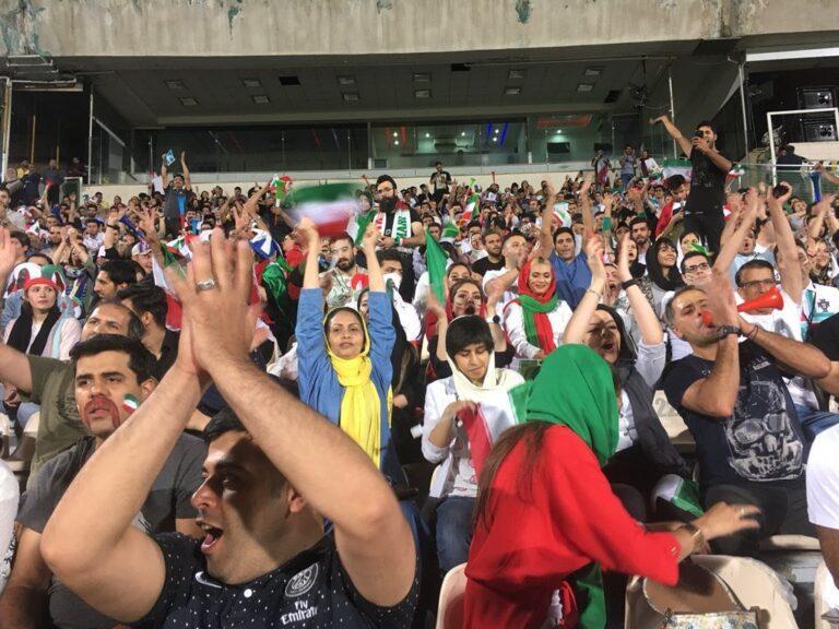 Ιρανές σε ποδοσφαιρικό γήπεδο μετά από 36 χρόνια