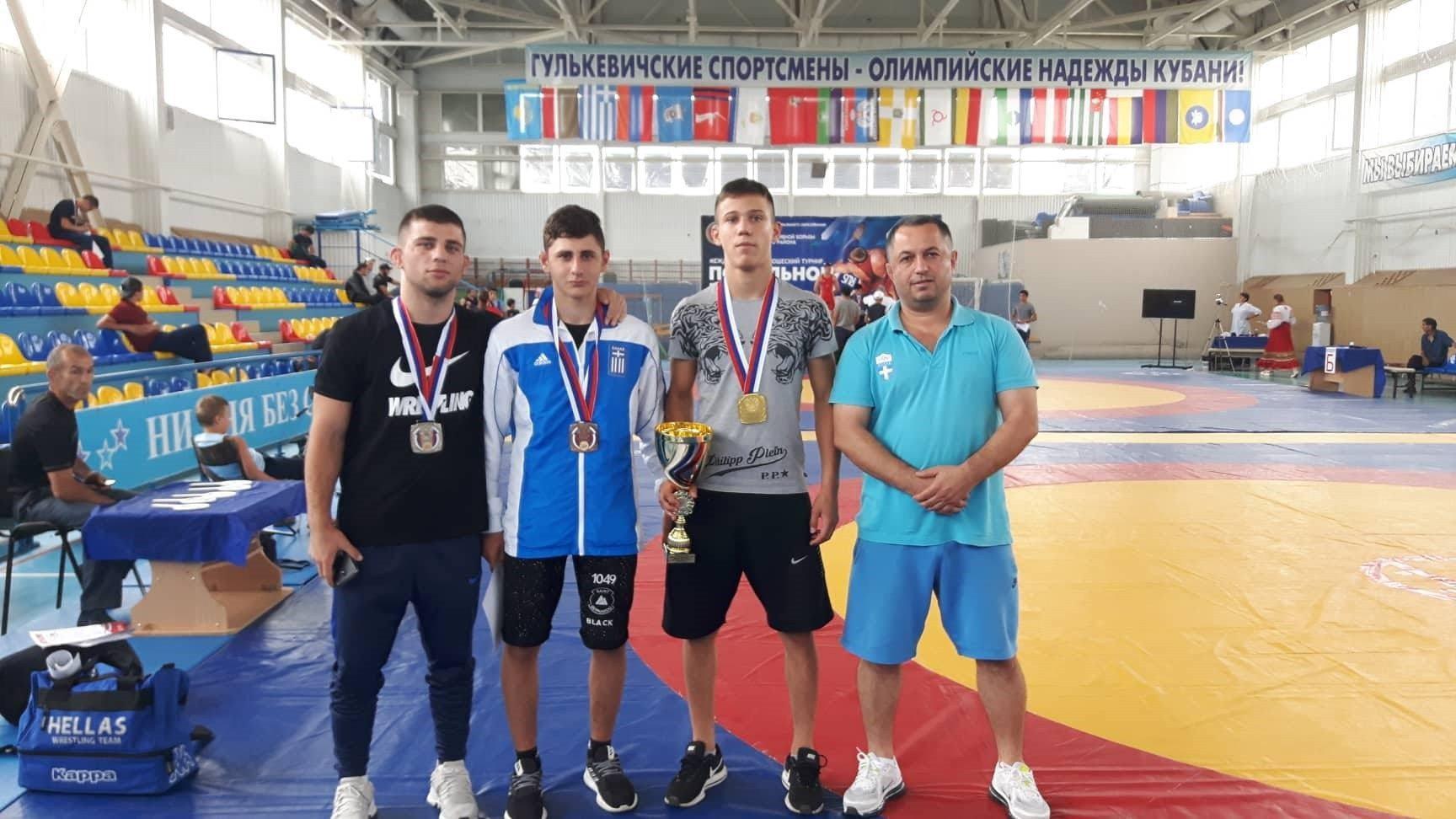 Τρία μετάλλια οι παλαιστές στην Ρωσία