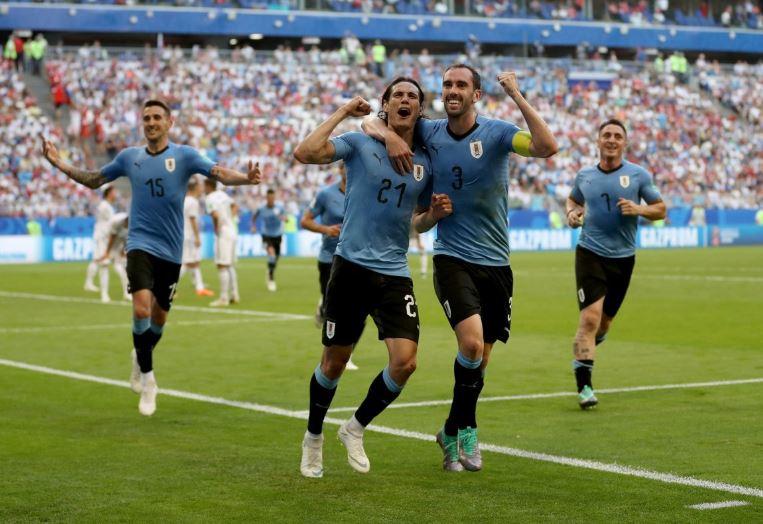 Αποθεώθηκαν οι παίκτες της Ουρουγουάης στο Μοντεβιδέο (vid)