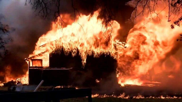 Πέντε νεκροί και 17 αγνοούμενοι από τη φωτιά στην Καλιφόρνια (vid)