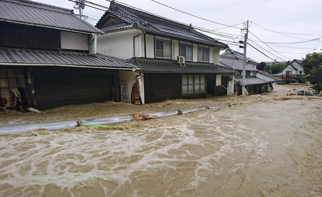 Φονικές καταιγίδες στην Ιαπωνία!