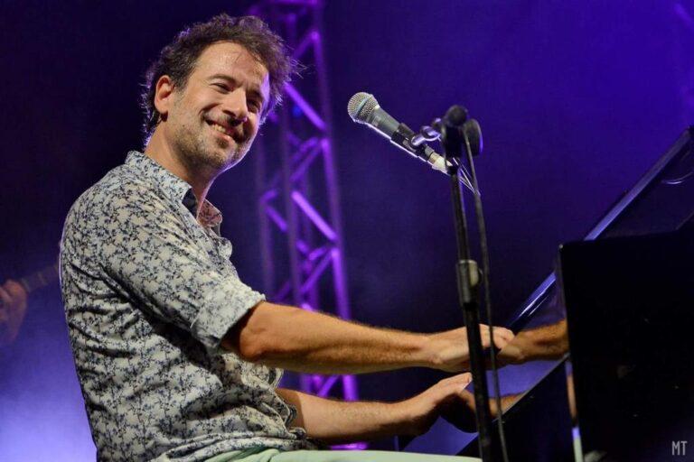 Ο Μαραβέγιας διαθέτει τα έσοδα από τρεις συναυλίες για τους πυρόπληκτους