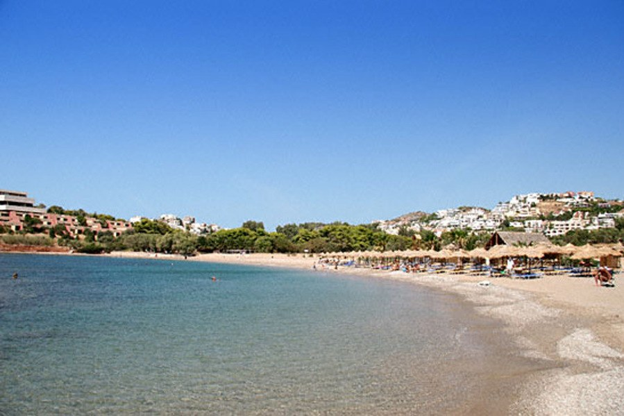 Εβδομήντα μία ακατάλληλες παραλίες για κολύμπι στην Αττική