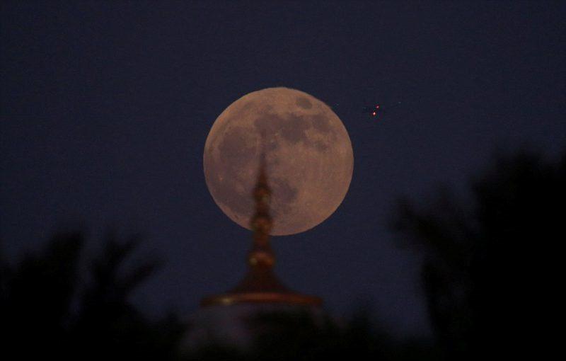 Συγκλονιστικές εικόνες από τη «Ματωμένη Σελήνη» (pics&vids)