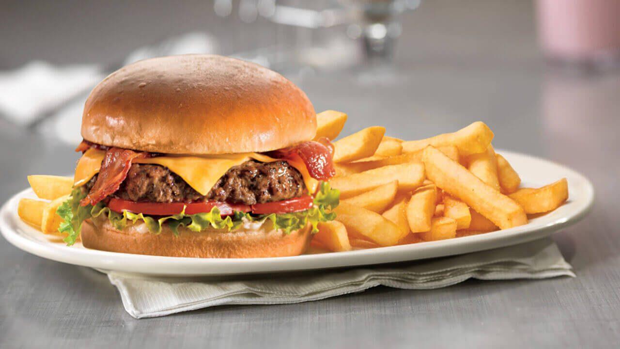 Δείτε πώς είναι ένα τσίζμπεργκερ των McDonald`s μετά από έξι χρόνια