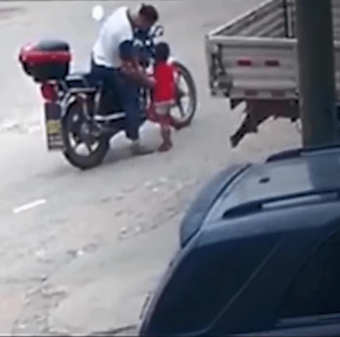Δείτε την στιγμή που δράστης απαγάγει 3χρονη
