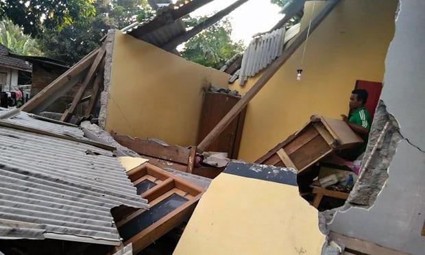 6.4 Ρίχτερ «χτύπησαν» την Ινδονησία, 10 νεκροί (vid)