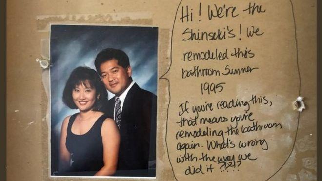 Βρήκαν κρυμμένο μήνυμα κάτω από τα πλακάκια του μπάνιου τους – Τι τους έλεγε