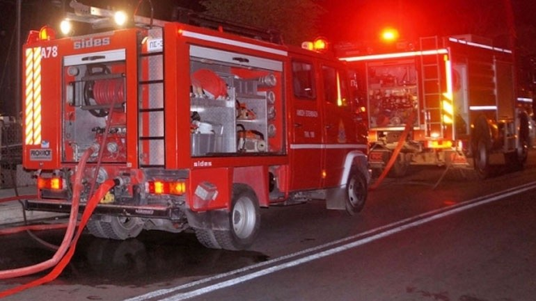 Η φωτιά σε μεταφορική στην Κόρινθο αποκάλυψε εργοστάσιο τσιγάρων (vid)