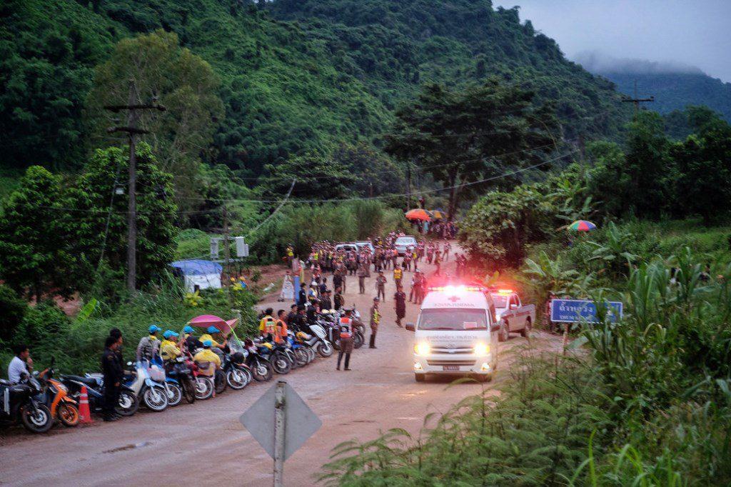 Σε εξέλιξη ο απεγκλωβισμός από το σπήλαιο στην Ταϊλάνδη, έβγαλαν ένα παιδί ακόμη