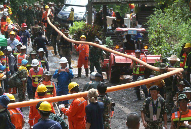Ταϋλάνδη: Τέσσερα παιδιά απεγκλωβίστηκαν και διακομίσθηκαν στο νοσοκομείο (vid)