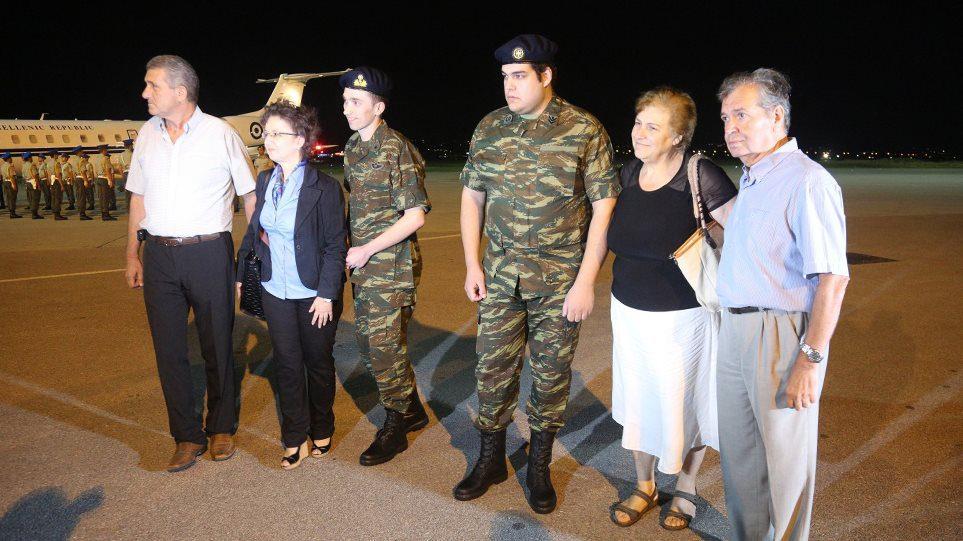 Αγγελος Μητρετώδης-Δημήτρης Κούκλατζης: Συγκινητική υποδοχή στο αεροδρόμιο Μακεδονία