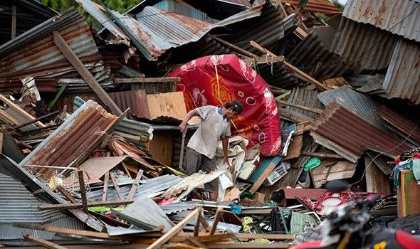 Ινδονησία: Περισσότεροι από 400 οι νεκροί από το τσουνάμι