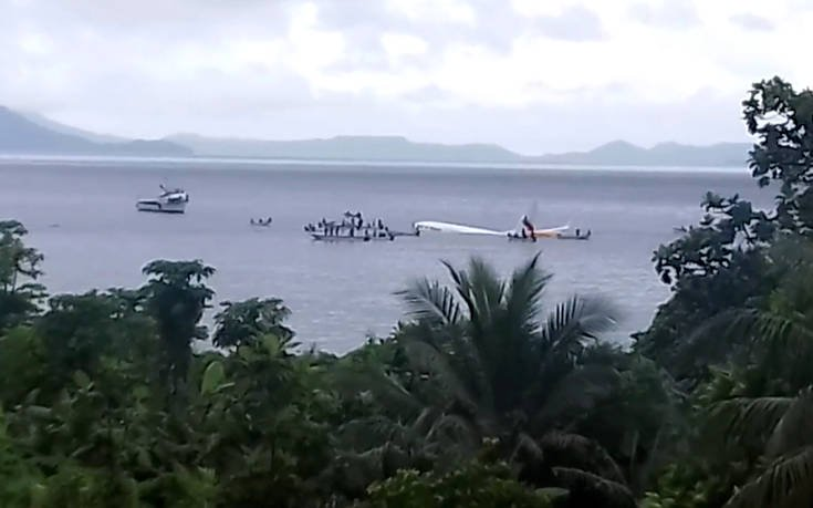 Αεροπλάνο «έχασε»… το αεροδρόμιο και προσθαλασσώθηκε σε λιμνοθάλασσα (pics)