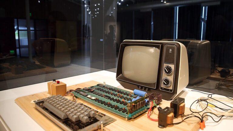 Ένας Apple-1 του 1976 πουλήθηκε για 375.000 δολάρια