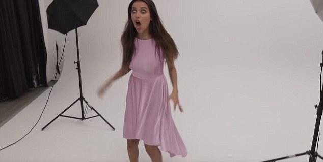 Φόρεμα που αλλάζει χρώμα με… ένα κουμπί (vid)