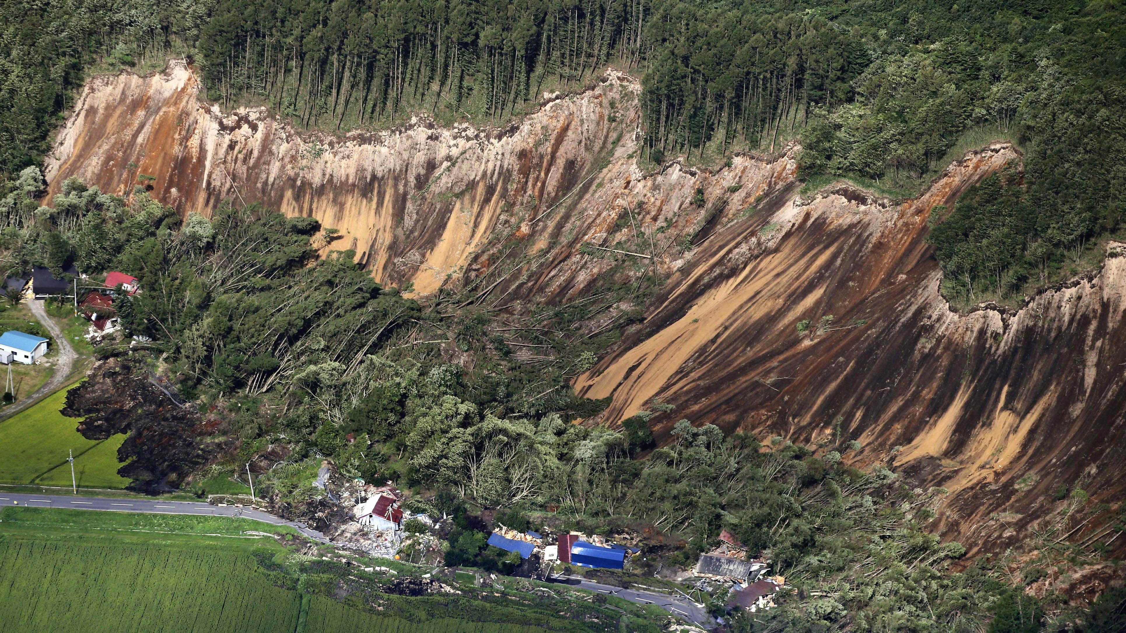 Σεισμός 6,7 στην Ιαπωνία: Ένας νεκρός, 32 αγνοούμενοι και 120 τραυματίες (vid)