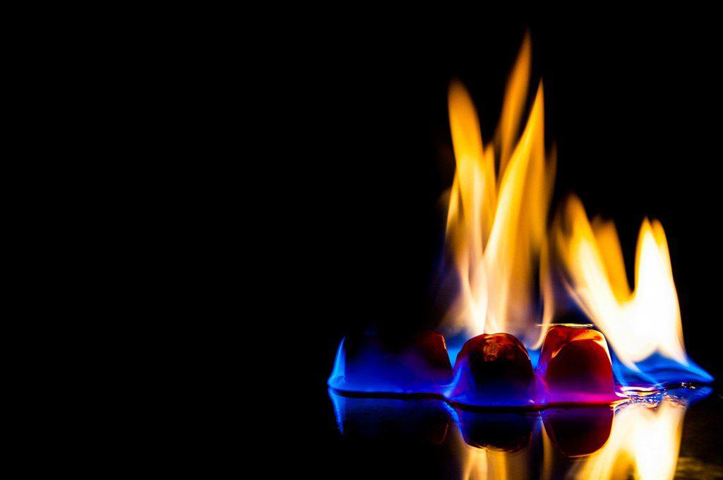 Έτσι θα ανάψεις φωτιά…με πάγο (vid)