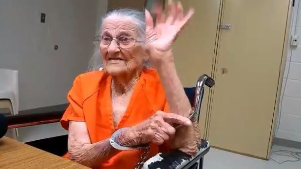 Φλόριντα: Συνελήφθη 93χρονη που δεν πλήρωνε ενοίκιο (vid)