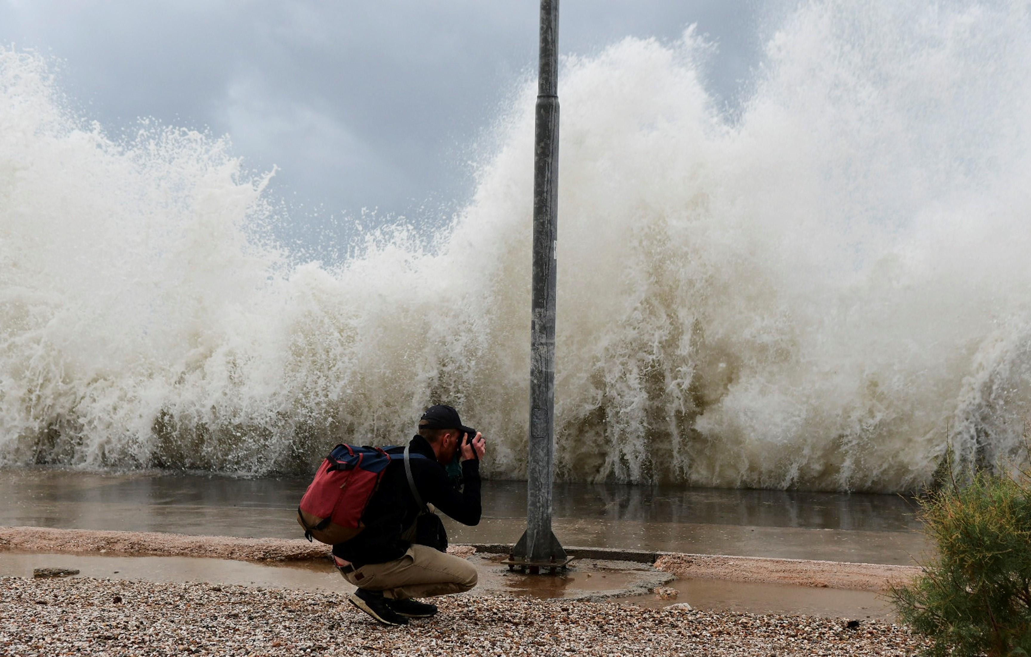 Κυκλώνας Ζορμπάς: Τα μεσάνυχτα η έξαρση της κακοκαιρίας