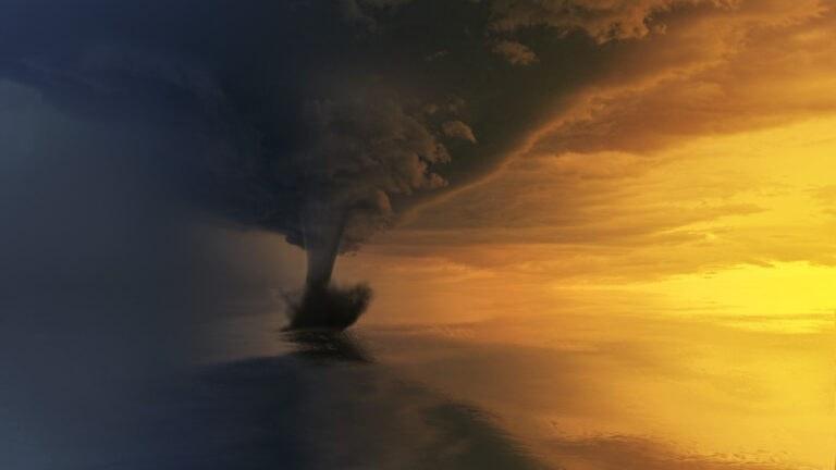 Σπάνιος κυκλώνας 12 μποφόρ θα χτυπήσει το Ιόνιο