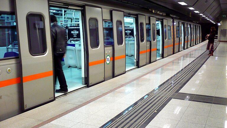 Ηλικιωμένος έπεσε στις ράγες του Μετρό