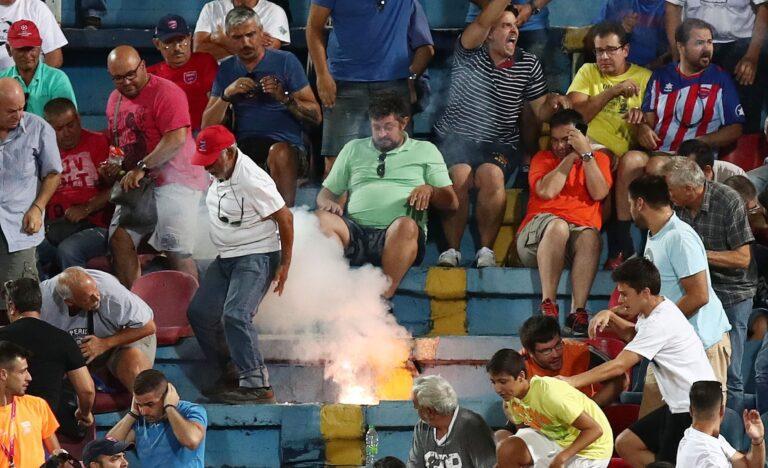 Οπαδοί του ΠΑΟΚ πέταξαν φωτοβολίδα στην εξέδρα του Πανιωνίου (pics)