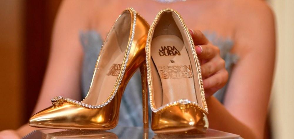 Χρυσές γόβες με διαμάντια πουλήθηκαν 17 εκατ. δολάρια