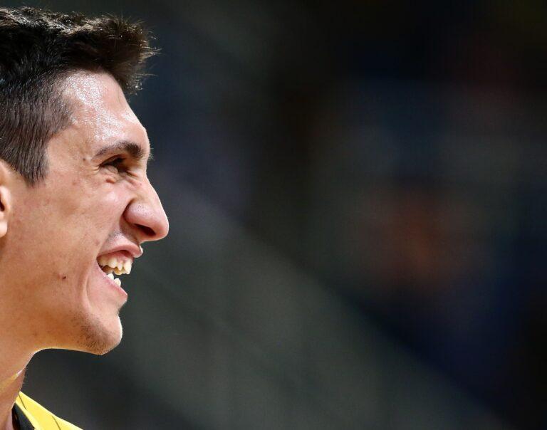 Λαρεντζάκης στο Sportime.gr: «Κίνητρο ότι όλοι θέλουν να μας νικήσουν»