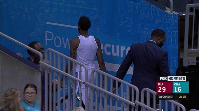 Παίκτης του NBA ξέχασε να φορέσει τη φανέλα του (vid)