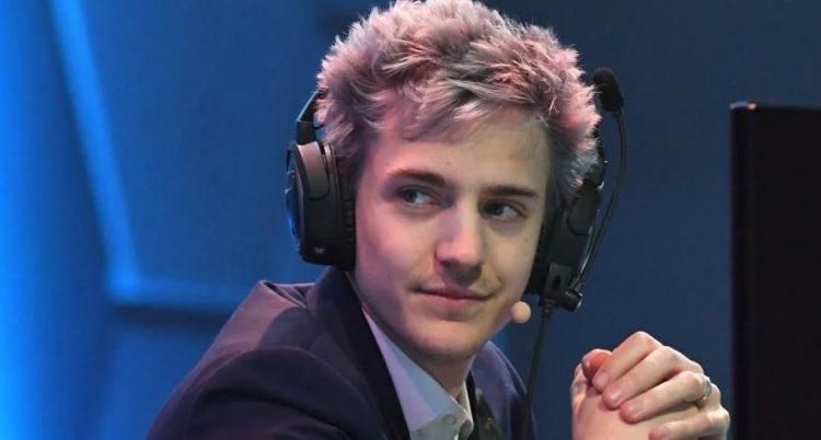 Παίζει video games και βγάζει 700.000 ευρώ το μήνα (vid)