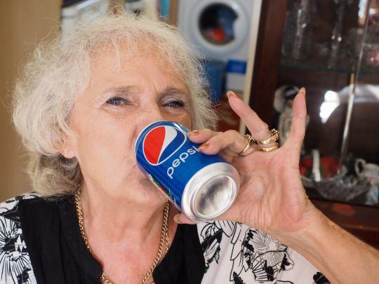 Η ηλικιωμένη που πίνει μόνο Pepsi εδώ και 64χρόνια (pics)