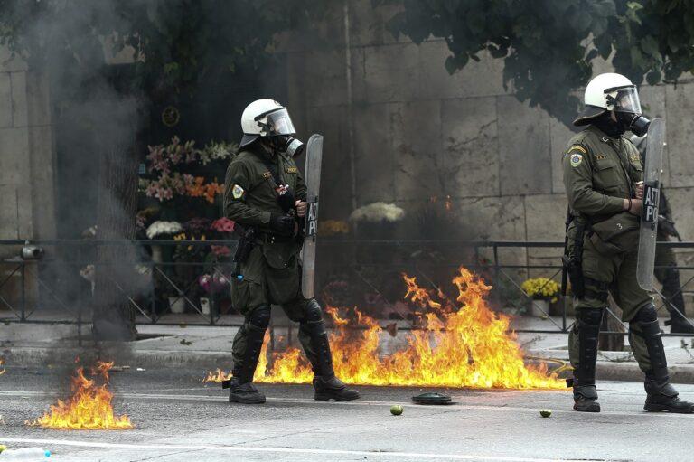 Σοβαρά επεισόδια στο Σύνταγμα μεταξύ μαθητών και αστυνομίας (pics)