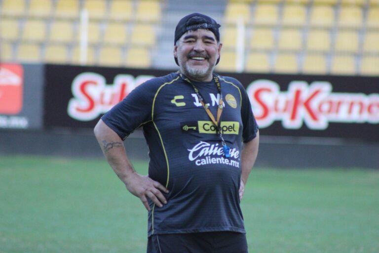 """Μαραντόνα: """"Κορυφαίος προπονητής ο Μουρίνιο"""""""